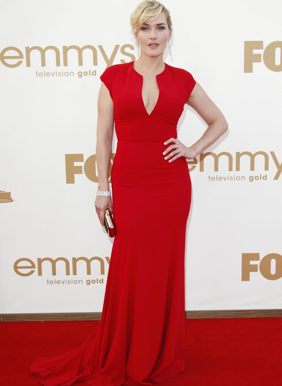 En ettersittende kjole med et flatterende snitt og dyp utringning gjorde Kate Winslet til en av kveldens best kledde kvinner.  Foto: All Over Press