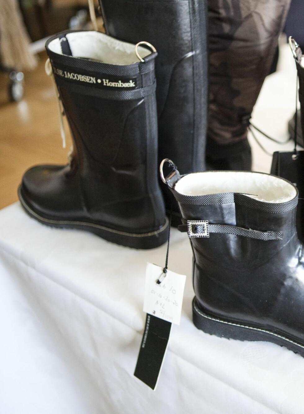 - La støvlene matche regnfrakken -