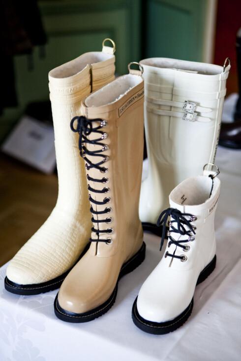 KREMHVIT ELEGANSE: Kolleksjonen har også støvler i mer sobre og klassiske farger å by på. Foto: Per Ervland