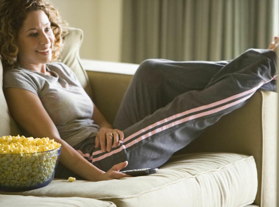 GJØR DISSE ØVELSENE I PAUSEN: En reklamepause kan vare i så mye som syv minutter. Da får du god tid til å gjøre disse øvelsene.  Foto: ThinkStock.com