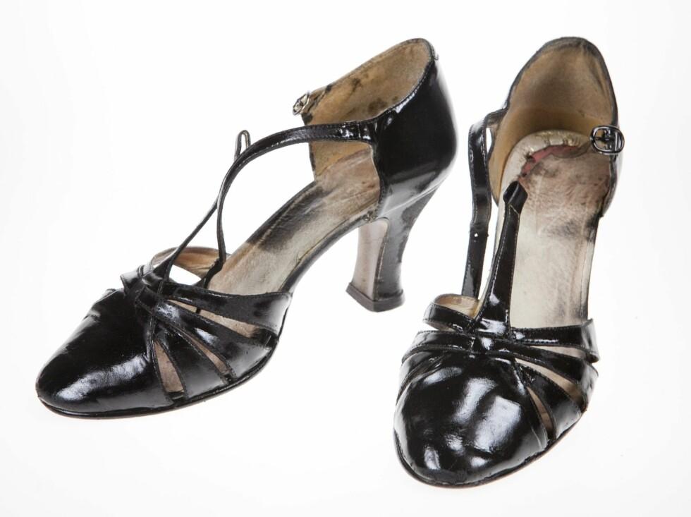 """FERDIG: Etter tørking (la de stå en god stund) har du fiks ferdige """"nye"""" sko. Skrubb gjerne vekk malingen som har satt seg på innsiden.  Foto: Per Ervland"""