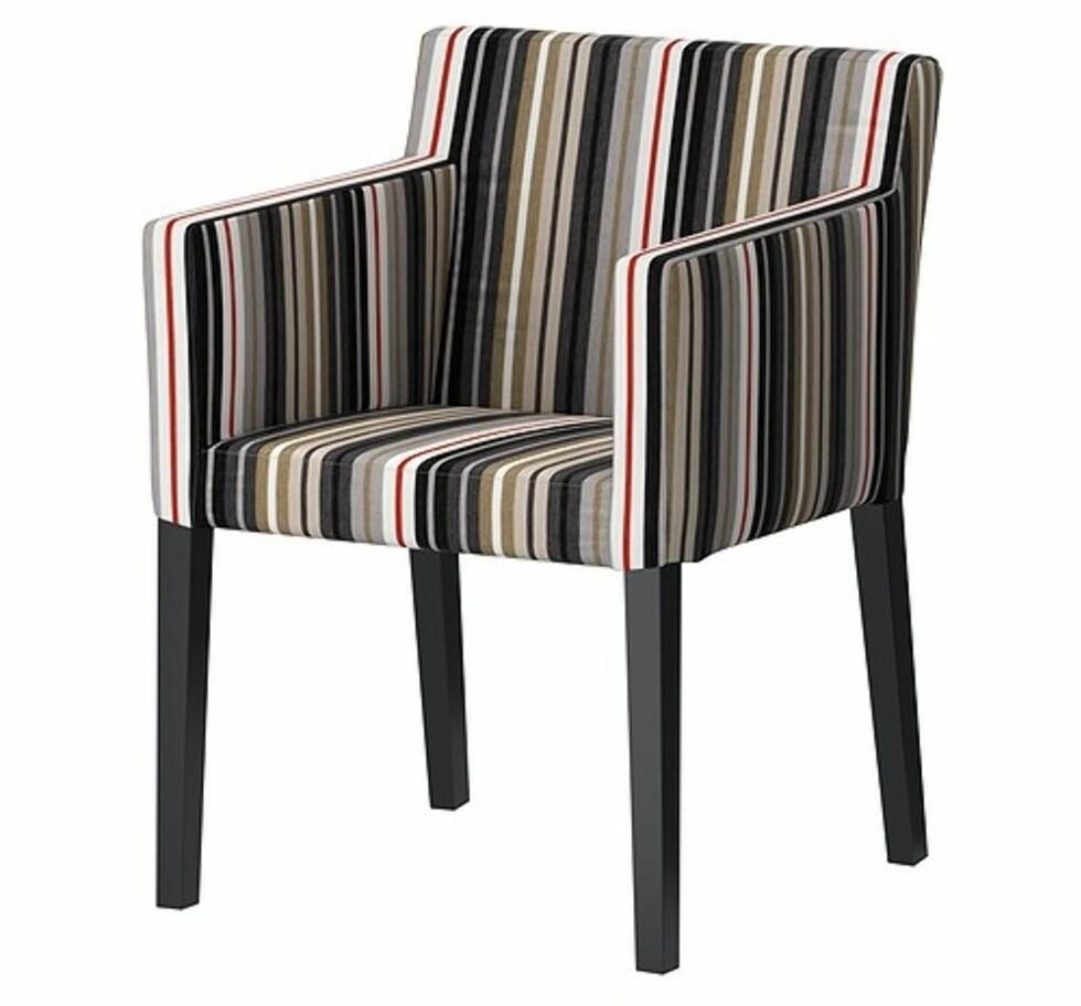 NILS: Tøff stol med armlener (kr.795). Foto: Ikea.no