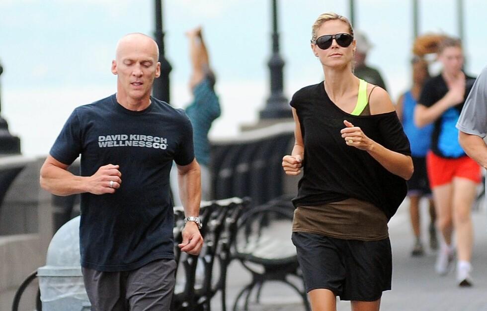 PÅ LØPETUR: Her er Heidi Klum på løpetur med personlig trener David Kirsch. Foto: All over press