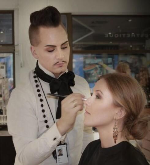 MAKEUPARTIST: Stephan Ulvund Øien er ansvarlig makeupartist for kosmetikkmerket Isa Dora. Foto: isadora.blogg.no
