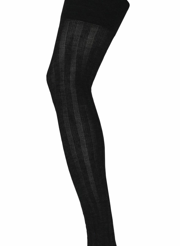 Svart, høy strømpe med stripemønster, fra Pierre Robert, kr 109. Foto: Produsenten