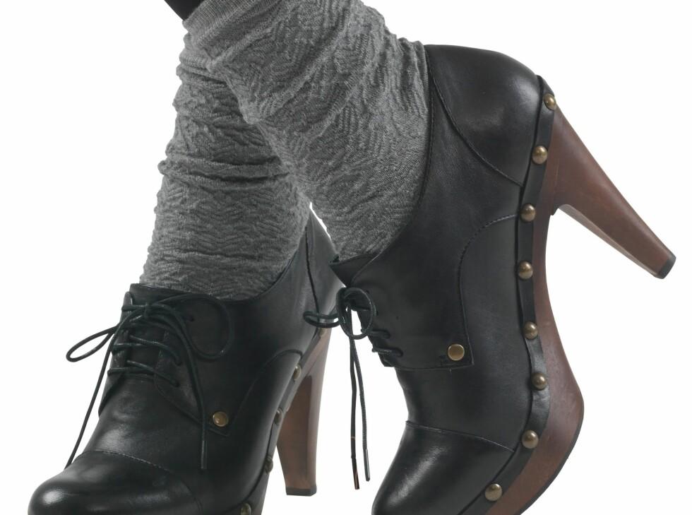 <strong>STRØMPEFIN:</strong> Nå skal strømpene synes, enten du går med lave eller høye sko. Ullsokker fra Pierre Robert, kr 69,90. Se flere strømper og sokker lenger ned i saken.  Foto: Produsenten