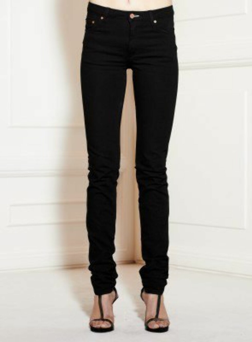 Smal, svart jeans fra Acne, ca. kr 949. Foto: Produsenten