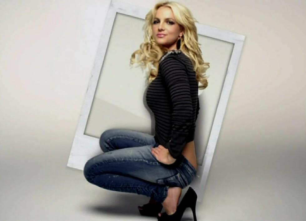 Med korte topper og lave bukseliv er sjansene store for en real rørleggersprekk, men Britney er ikke redd for å vise fram trusa.  Foto: All Over Press