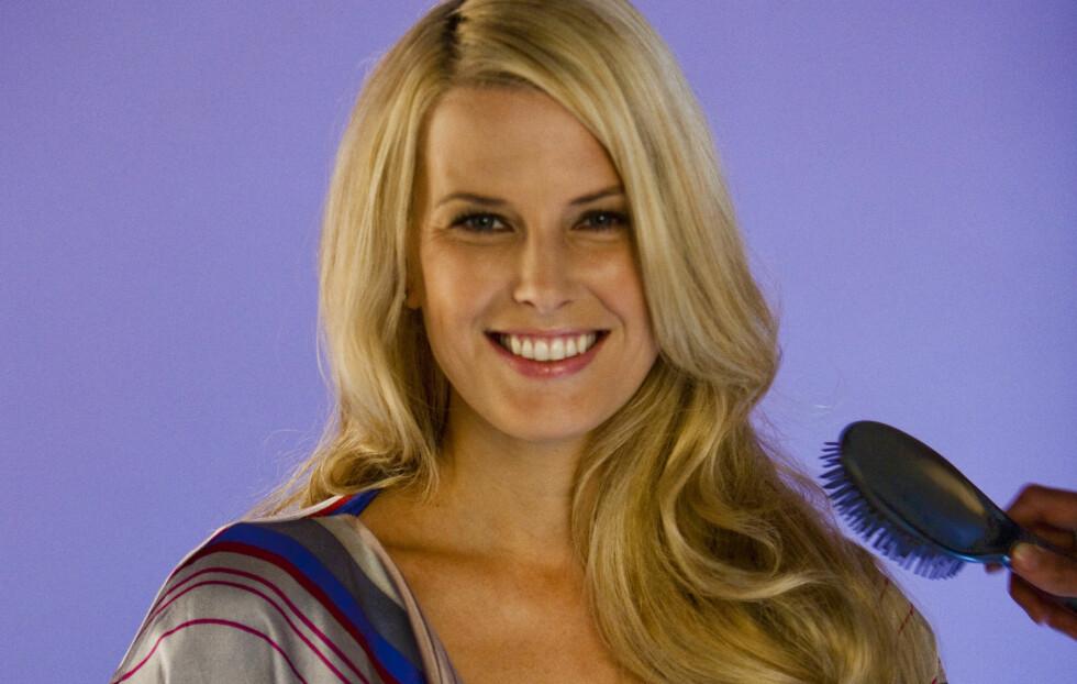 HOLLYWOOD-HÅR: Stort, bølgete Hollywood-hår som Vibeke Klemetsens kan du få til selv. Se hvordan i bildekarusellen under. Foto: Per Ervland