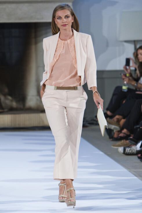 2012-BUKSEN? Neste år skal alle buksemodellene stoppe ved ankelen, fra skinnbukser og jeans til chinos og penbukser, ifølge Hugo Boss' visningen under moteuken i København. Foto: Per Ervland