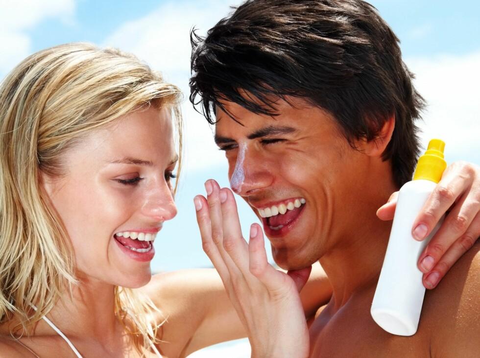 BRUK SOLKREM: Rynkene vil komme med tiden - selv om du bruker Botox. Ved å bruke solkrem med høy faktor gjør du det vanskeligere for solen å lage linjer i ansiktet ditt. I tillegg er det mye billgere enn Botox.  Foto: Panthermedia