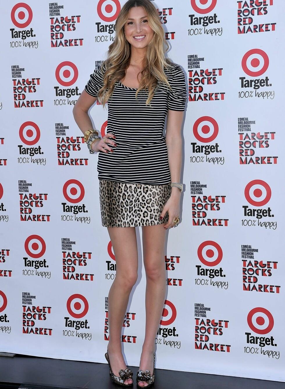 Mønstermiks er en av Whitneys signaturer, og her mikser hun striper og leopard i et ungt, lekent antrekk.  Foto: All Over Press