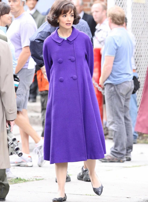 JACKIE OH: Den lilla A-formede kåpen sitter som et skudd! Perfekt mote for gravide denne vinteren. Foto: All Over Press