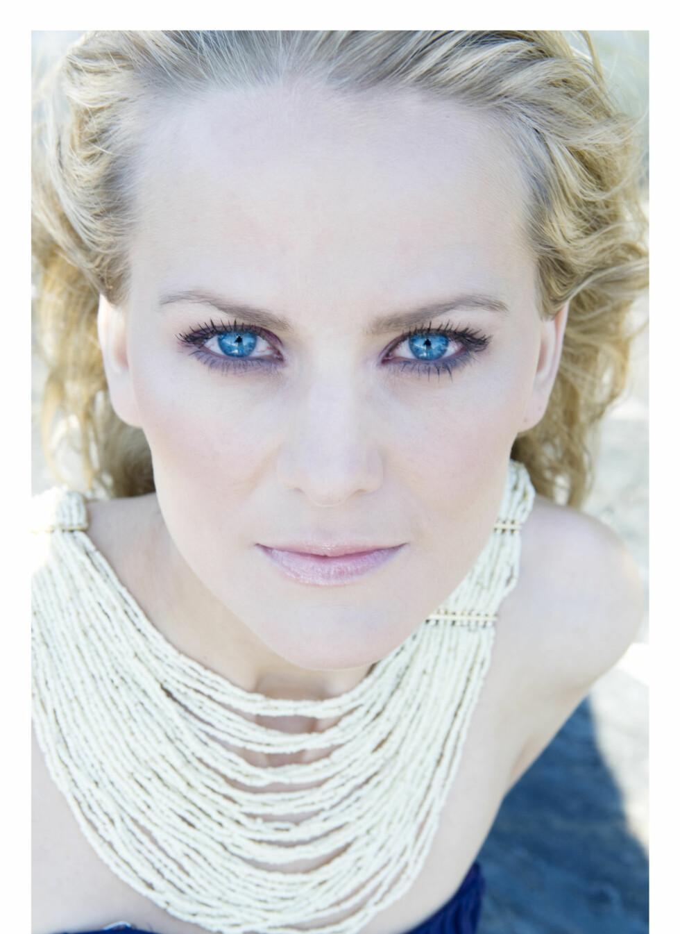 Mari skal synge hovedrollen i «Ariadne auf Naxos» på operaen i Wien. - Det er en drøm som går i oppfyllelse! Foto: Mona Nordøy. Hår og makeup: Marthe Kveli Valeberg