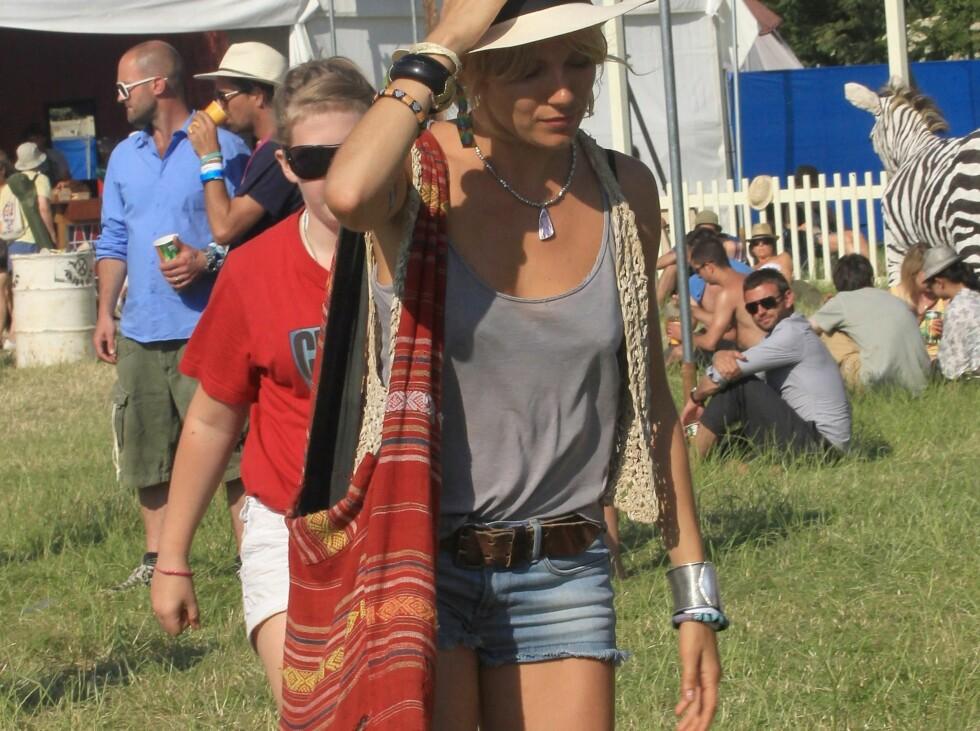 <strong>HIPPIE-INSPIRERT:</strong> Sienna Miller elsker sin boho-veske.  Foto: All Over Press