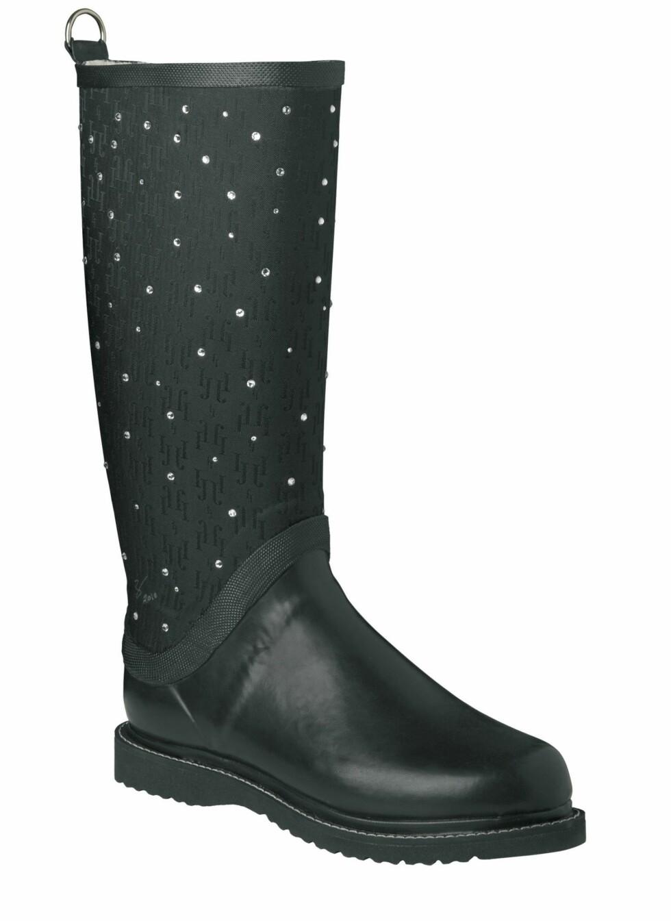 For deg som ikke kan få nok glitter og glamour: Spesialutgave av de klassiske Ilse Jacobsen-støvlene, belagt med Swarowski-krystaller (kr 1999).