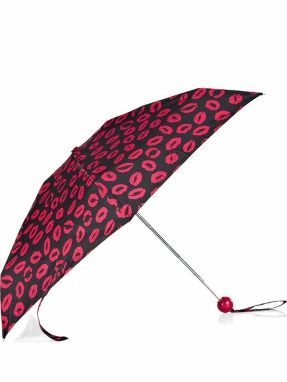 Denne må jo bare matches med røde lepper! (ca kr 344, Marc by Marc Jacobs/Net-a-porter.com).