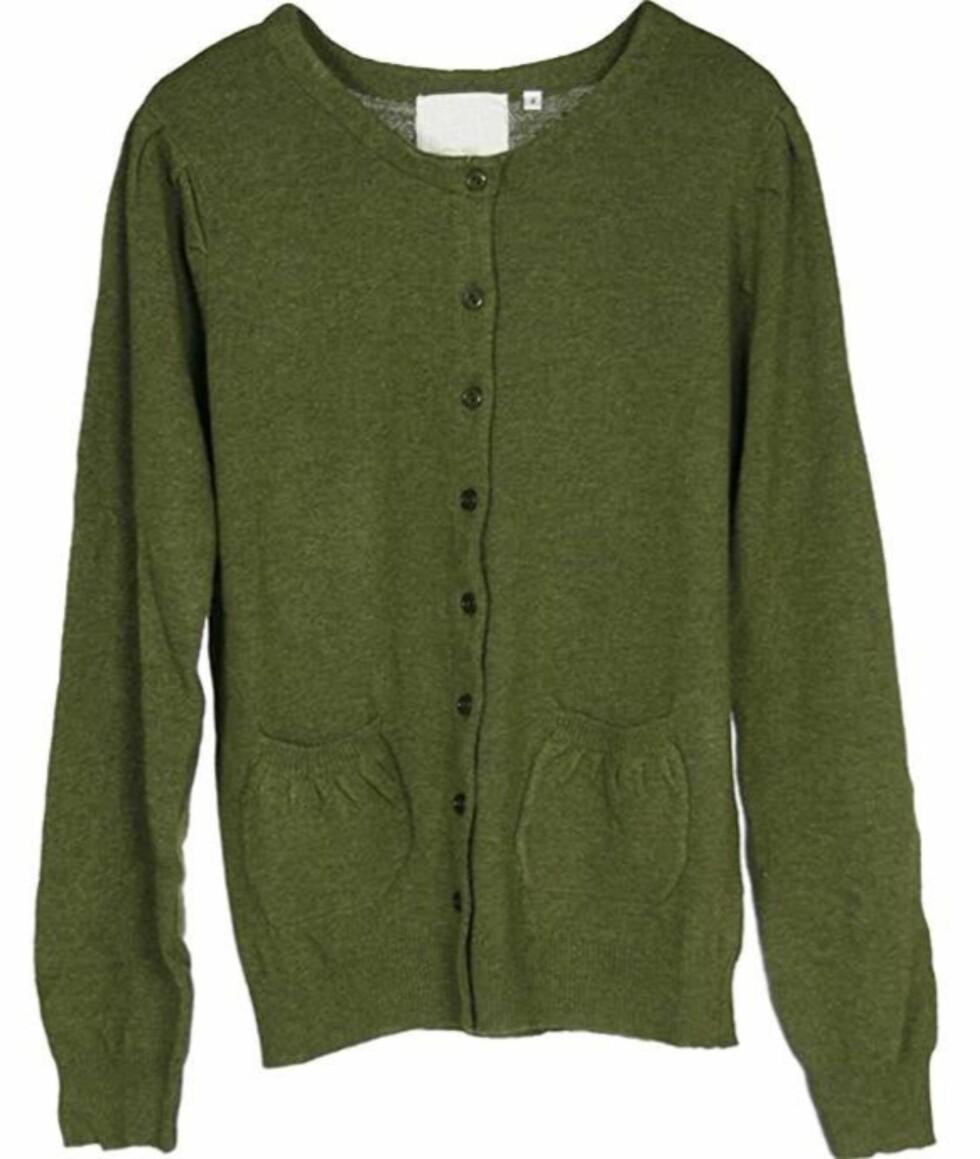 Mosegrønn cardigan som passer fint til bukser, men også til smale skjørt (ca kr 955, Hazel/Musthaves,dk