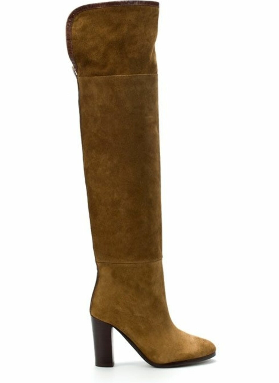 Høy støvlett i semsket skinn. Ha jeans under, eller kombiner den med et av sesongens lange skjørt (kr 1199, Zara).