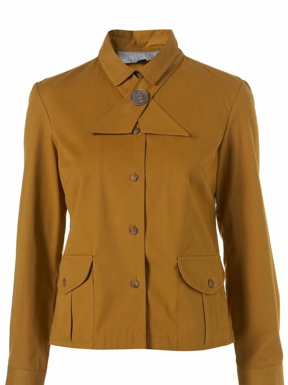Bor det en prektig liten speider i deg? Røff opp demme jakken med jeans og grove boots (ca kr 381, Topshop).