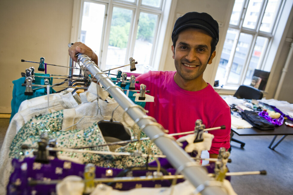 <strong>ØNSKER MER BLING:</strong> Designer Amar Faiz savner mer glitter og glamor i kjendis-Norge. På torsdag viser han vår/sommerkolleksjonen 2011. Foto: Alle foto: Per Ervland