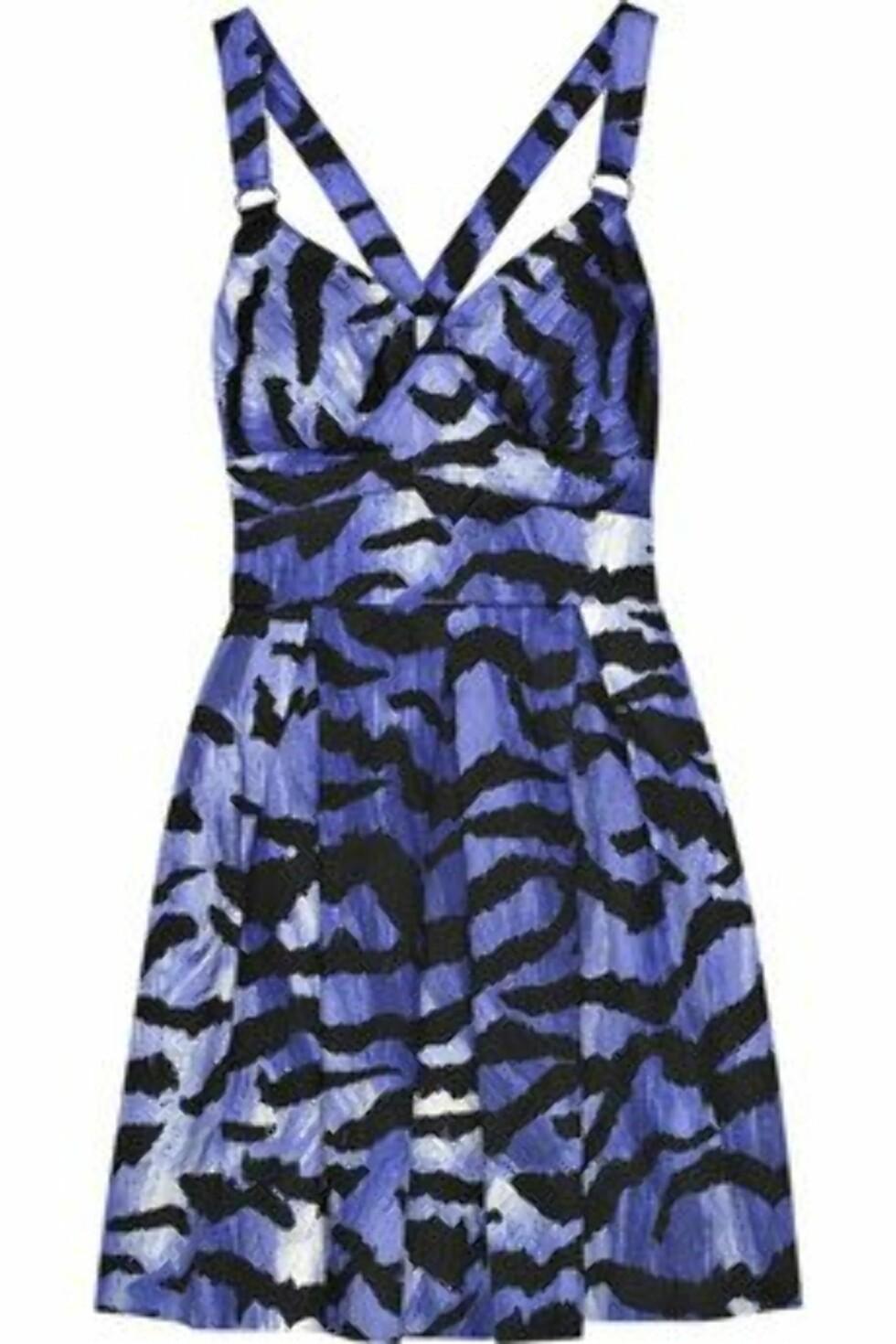 Koster litt, men utrrRrrolig fin. Den perfekte kjolen til bryllup og fest (kr 2000, Alice by Temperley/Net-a-Porter.com).