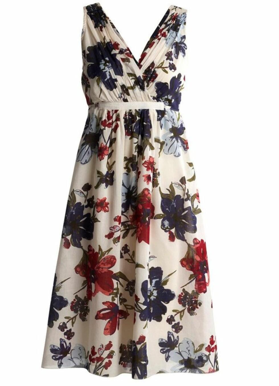 Søt kjole i femtitallssnitt (kr 350, Kappahl).