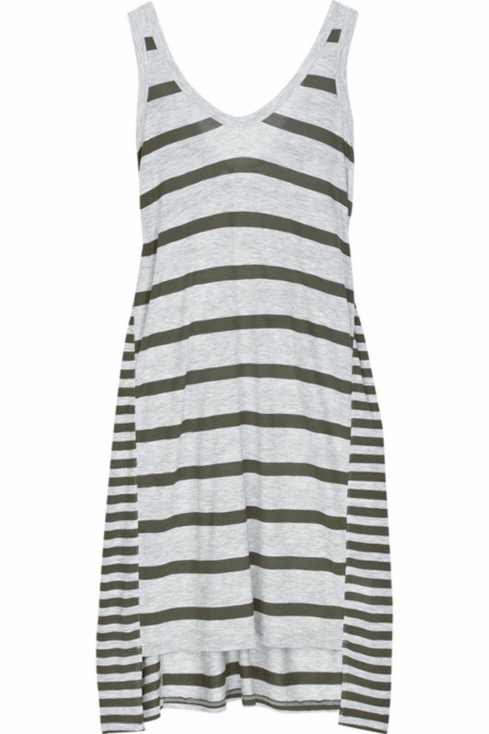 Denne stripete kjolen funker like bra til stranden som til hverdagsbruk (kr 1160, T by Alexander Wang/Net-a-Porter.com)