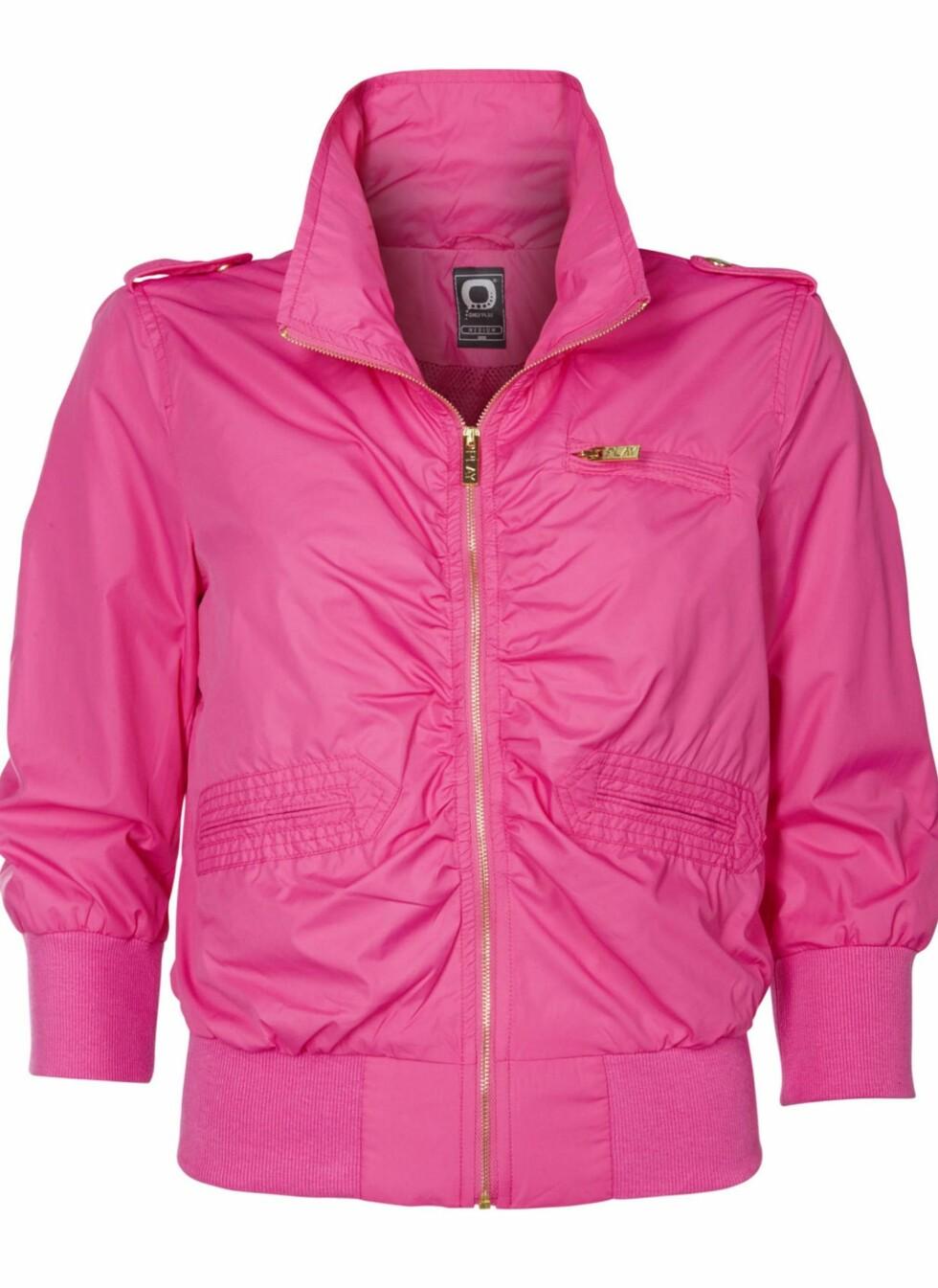 Knallrosa jakke i teknisk materiale. Perfekt til en aktiv sommer! (kr 400, Only).