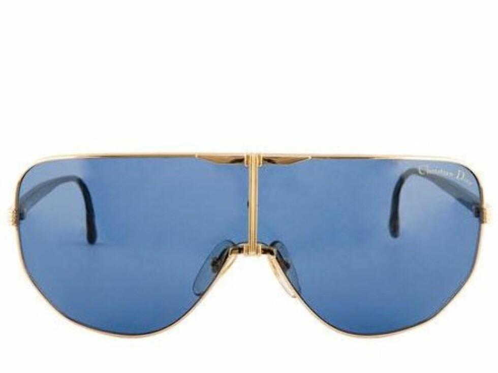 Se etter et par sporty solbriller for den riktige looken (kr 1500, Vintage Christian Dior/Fashionmixology.no).
