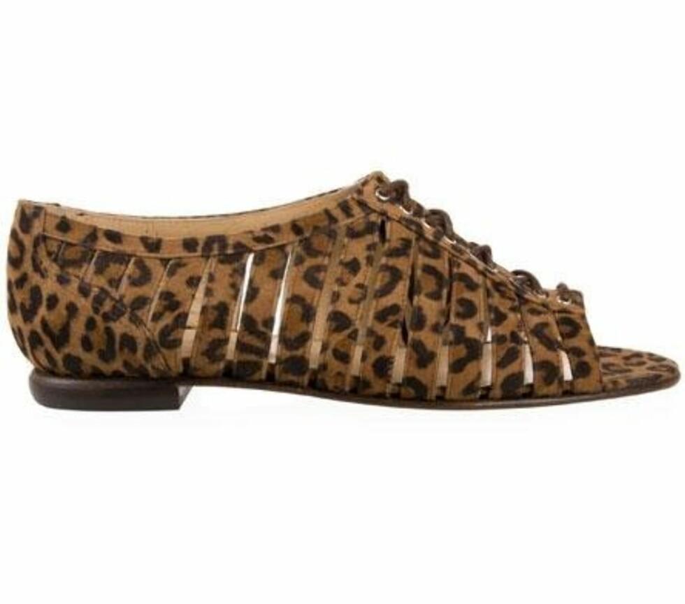 Denne skoen kan minne litt om Alexander Wangs kilehæler og passer superbra sammen med et sporty antrekk! (kr 2400, Opening Ceremony/Fashionmixology.no)