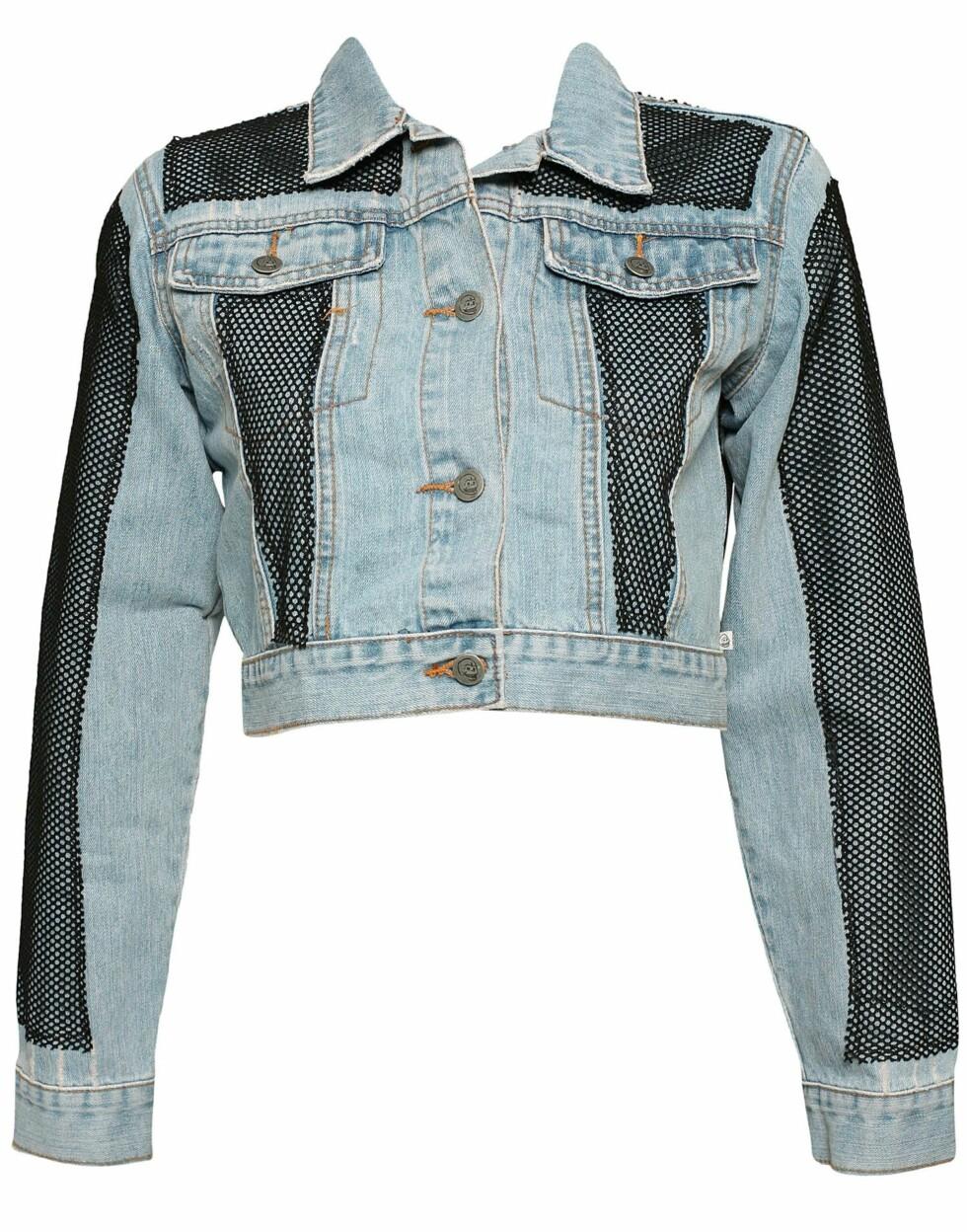 Tøff jeansjakke med spennende detaljer (kr 600, Cheap Monday/Nelly.com)