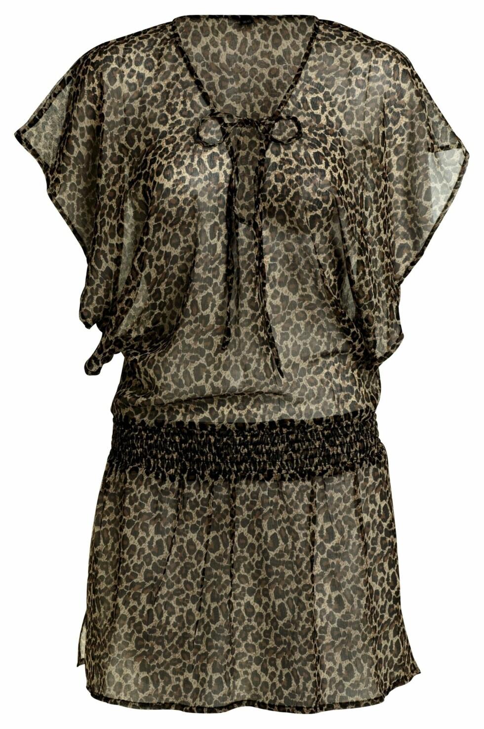 Leopardmønstret kjole i med knyting i front (kr 199/Ellos). Foto: Produsent