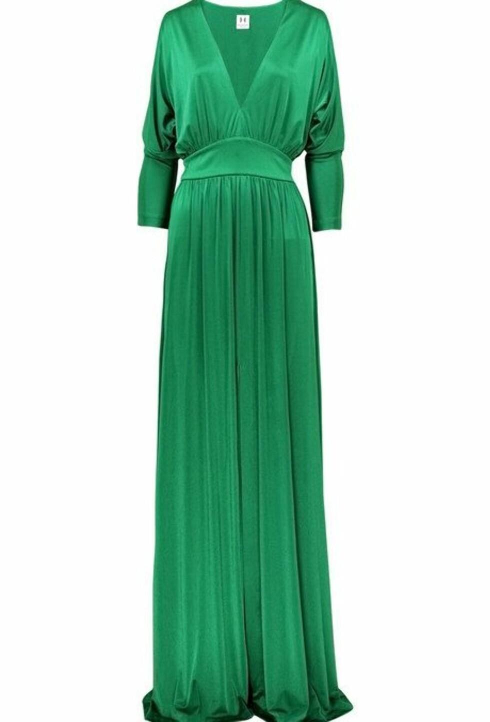 Skinnende grønn kjole med v-hals, innsving og høy splitt (ca kr 3500/Halston Heritage). Foto: netaporter.com