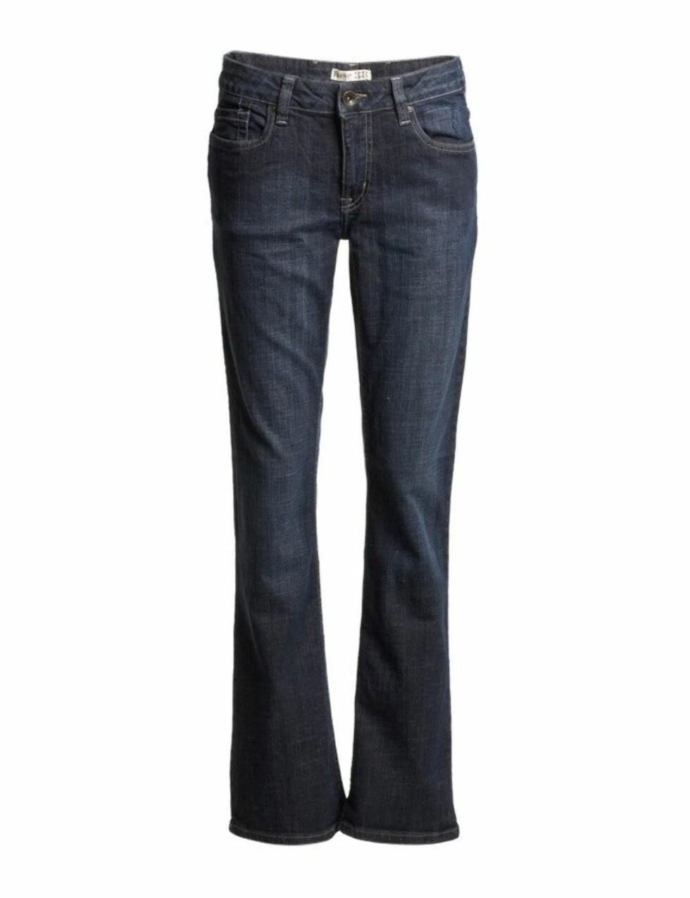 En olabukse som kler nesten alle! Jeans med lett boot cut og mørk farge virker svært flatterende på de fleste kroppsformer (kr 399, Lindex).