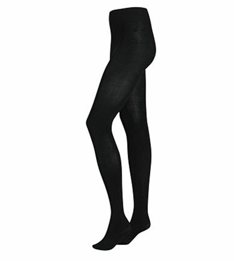 """Sorte strømpebukser kan man ikke har for mange av. Med strømper blir du automatisk med """"kledd"""", og er det litt kjølig i lufta vil du aldri angre på at du tok dem på deg (kr 89,50, H&M)."""
