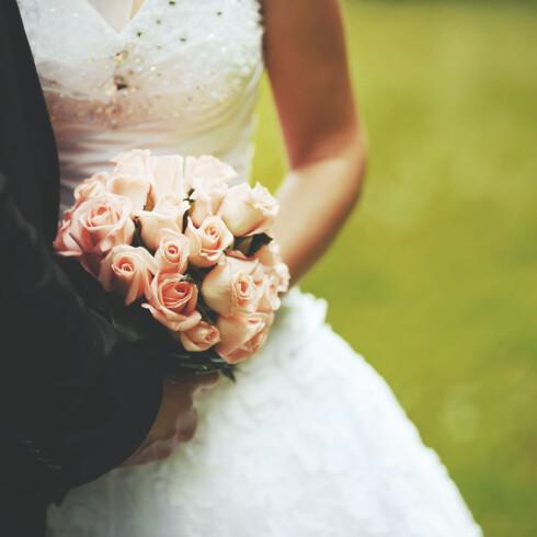 PRIORITER FOTOGRAFEN: - Mange som gifter seg sier at den store dagen går så fort, og det å ha gode minner fra begivenheten er viktig, sier forbrukerøkonom Elin Reitan.  Foto: Scanpix