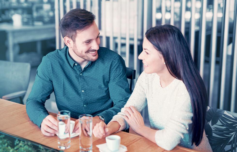 DATINGREGLER: Det er slett ikke uvanlig at vi spiller litt i datingfasen, men er du ute etter en kjæreste er det viktig at du er åpen og ærlig om hvem du er. Foto: Bobex-73 / Shutterstock / NTB scanpix