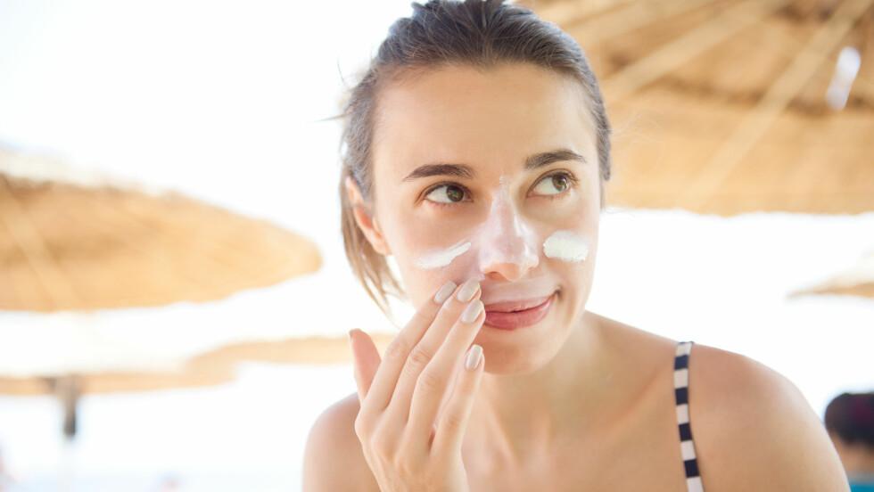 AKNE: Å bruke solkrem er viktig, og mange av oss bruker mindre enn vi bør. Men har du uren hud kan det lønne seg å være ekstra obs på hvilken solkrem du bruker. FOTO: NTB Scanpix