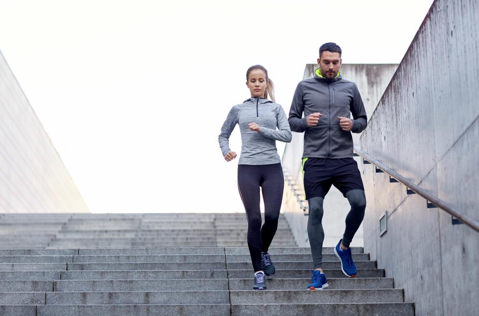 BRUK TRAPP: En fin aktivitet kan være å gå opp trapper og ta en lett jogg ned, eller gå ned. Får du vondt av dette bør du derimot stoppe.  Foto: NTB scanpix