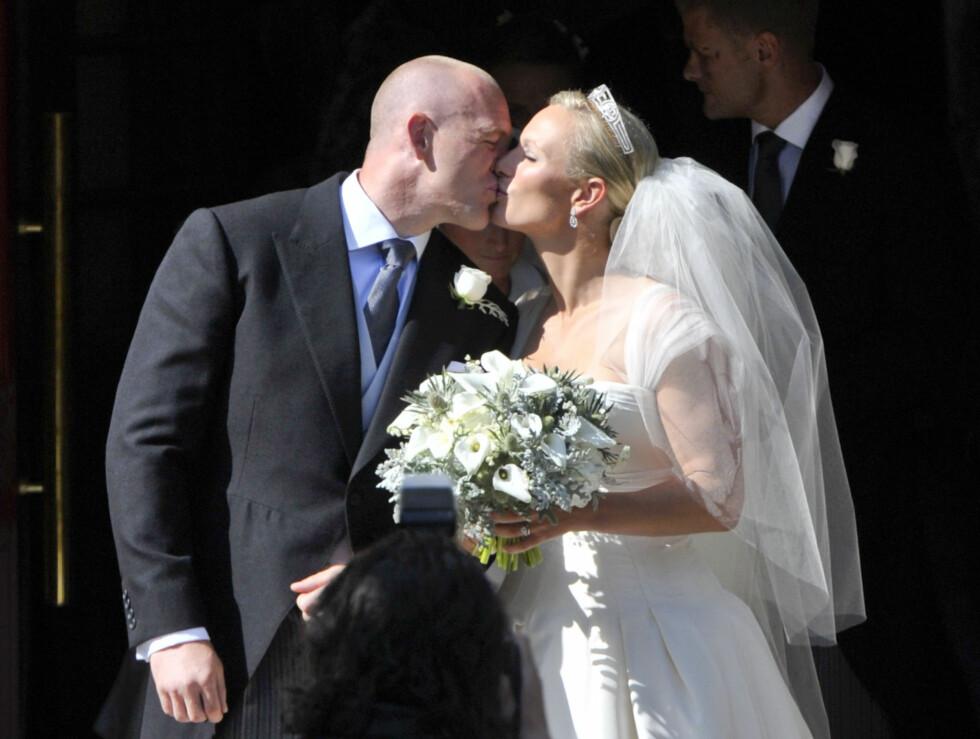BRYLLUP: Dronning Elizabeths barnebarn Zara Phillips giftet seg med rugbyspilleren Mike Tindall i Skottland den 30. juli 2011.  Foto:  Foto: NTB Scanpix