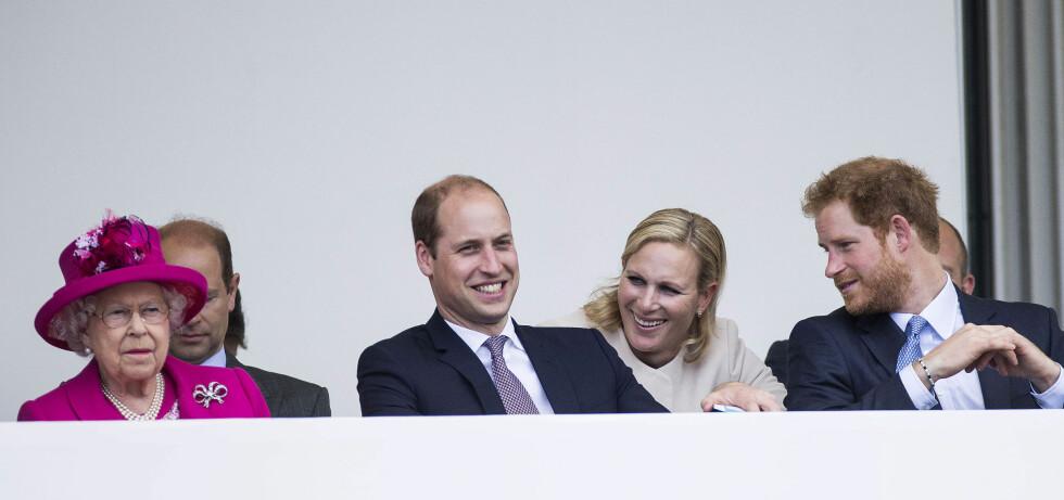 KONGELIG: Zara Tindall er dronning Elizabeths andre barnebarn. Her med fetter prins William og fetter prins Harry under dronning Elizabeths 90-årsfeiring i fjor. Foto:  Foto: NTB Scanpix