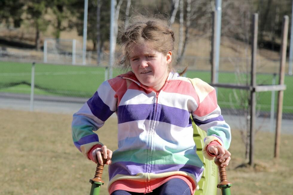 KROMOSOMFEIL: Jenny (18) er den eneste i verden med sin diagnose.  Foto: Ida H. Bergersen