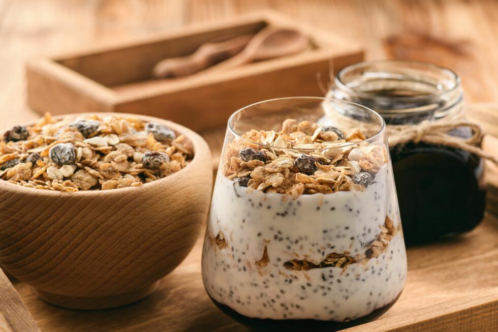 ALLSIDIG: Müsli, syltetøy, bakst og pudding - dette er bare noen av bruksområdene til chiafrø. Foto: Cesarz / Shutterstock / NTB scanpix