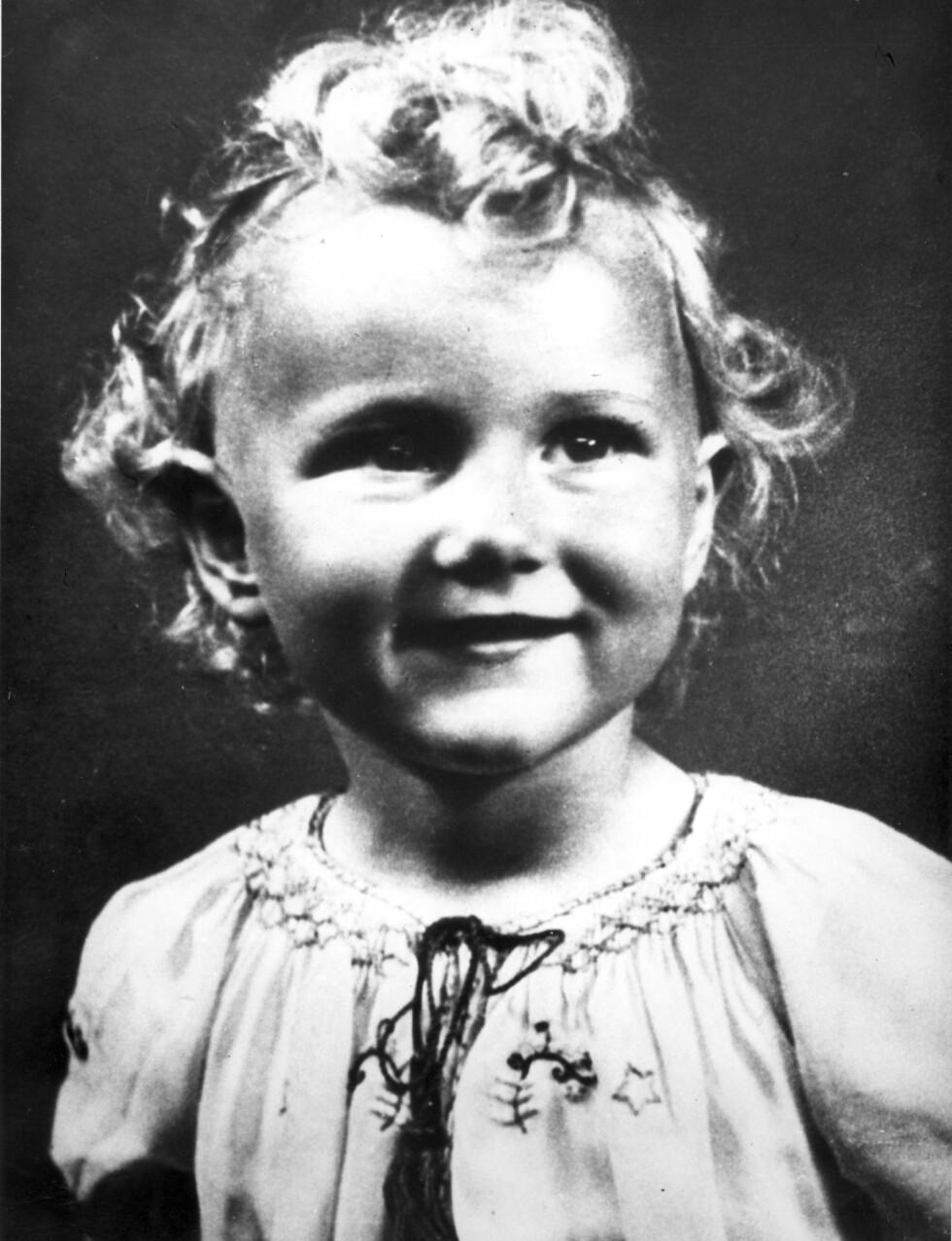 4 ÅR: Lille Sonja Haraldsen fotografert i 1941.  Foto:  Foto: NTB Scanpix