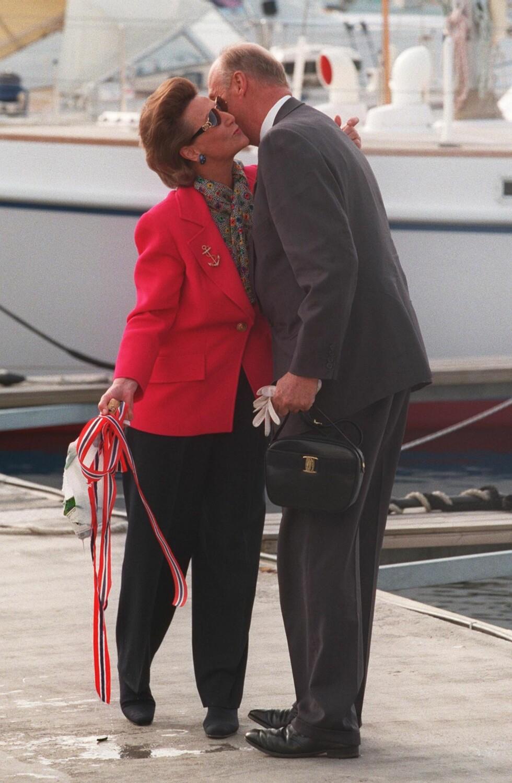 FIKK GAVE: I forbindelse med kongens 60-årsdag i 1997 fikk kongen en båt i gave fra norsk næringsliv. Dronning Sonja fikk det ærefulle oppdraget med å døpe båten Fram XIV.  Foto:  Foto: NTB Scanpix