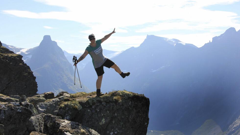 TUR SOM MEDISIN: For Bodil er turene i fjellet den aller beste medisinen. – Å vandre i fjellet er helt spesielt. Jeg føler meg fri og trygg. Jeg kan ikke få det bedre enn når jeg setter meg ned og lytter til stillheten.   Foto: Privat
