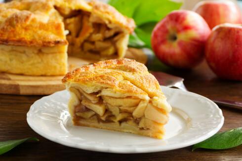 <strong>PRØV DEG FRAM:</strong> Det kan god hende du kan nyte et eplekakestykke selv om du har reagert på epler. Prøv også forskjellige typer epler, og sjekk om det går bra når eple er skrelt.  Foto: Scanpix