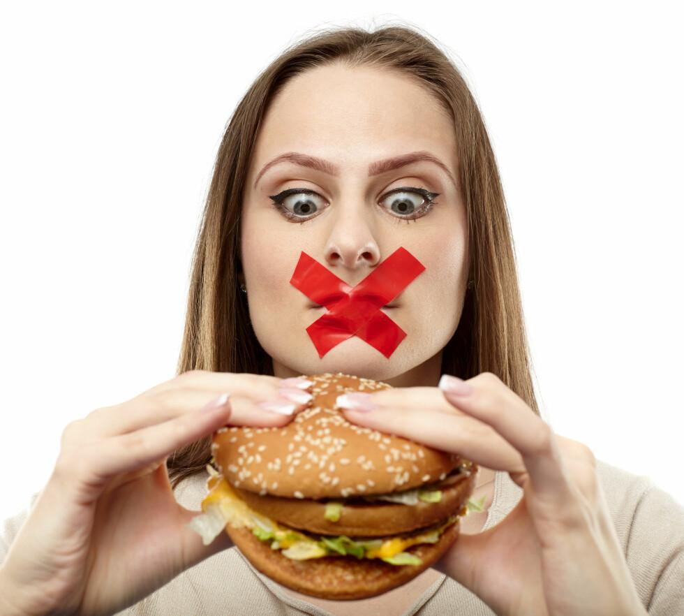 DROPP FETT: Å spise en burger dagen derpå kan virke som en god idé, men vil faktisk bare slite mer på leveren din.