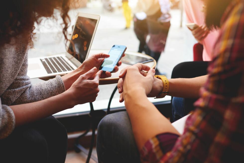 FLERE MULIGHETER: Det finnes flere måter å lagre innholdet på mobilen på, men ikke alle lagrer alt.  Foto: Scanpix